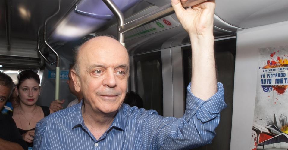 6.ago.2012 - O candidato do PSDB à Prefeitura de São Paulo, José Serra, visitou um protótipo do monotrilho na estação Vila Prudente do metrô, na zona leste