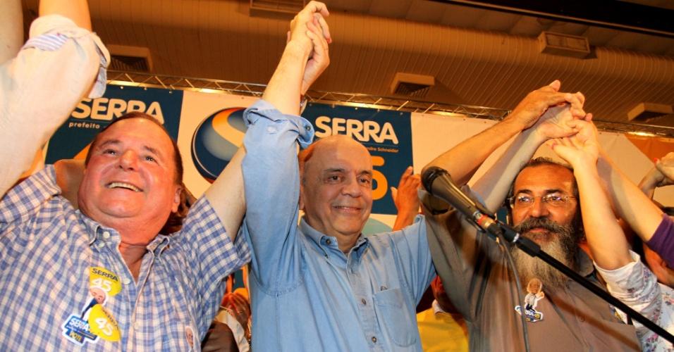 7.set.2012 - O candidato do PSDB à Prefeitura de São Paulo, José Serra, participou de encontro com movimentos populares da área de habitação na Casa Portugal, região central da capital paulista, nesta sexta