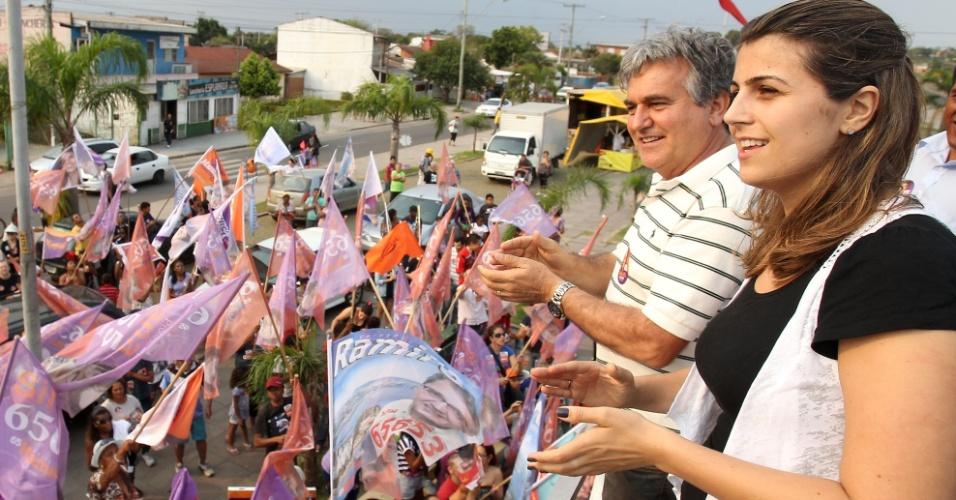 8.set.2012 - Manoela D'Ávila (Pc do B) cumpre agenda de campanha no bairro da Restinga, um dos mais tradicionais bairros populares da capital gaúcha