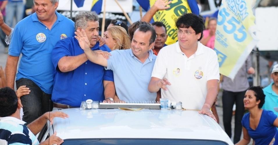 8.set.2012 - O candidato do PSDB à Prefeitura de Natal, Rogério Marinho, paritcipou de carreata pelos bairros de Nazaré, Dix-Sept Rosado e Bom Pastor, na zona oeste da cidade
