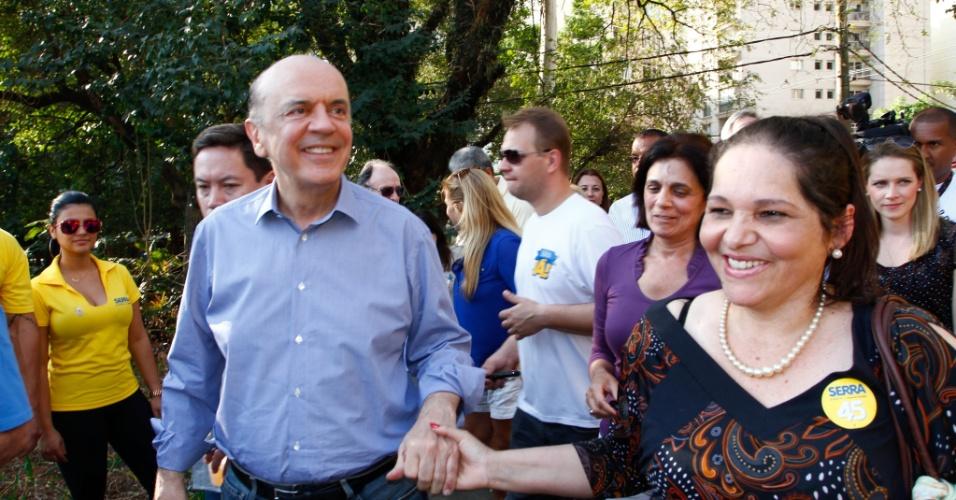 8.set.2012 - O candidato do PSDB à Prefeitura de São Paulo, José Serra, fez caminhada pelo parque do Povo, na zona sul de São Paulo, acompanhado por eleitores