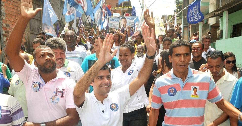 9.set.2012 - O candidato do DEM à Prefeitura de Salvador, ACM Neto, participa de caminhada nos bairros de São Gonçalo e Santa Mônica