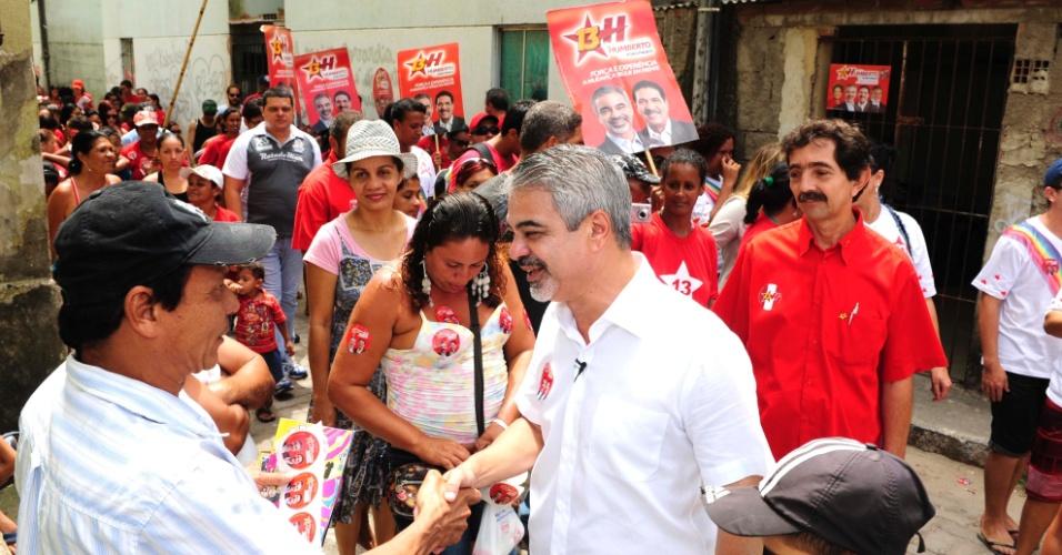9.set.2012 - O candidato do PT à Prefeitura do Recife, Humberto Costa, visita conjunto habitacional na zona oeste da cidade