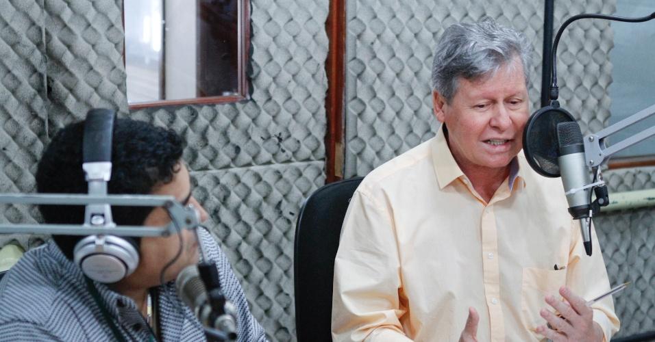"""10.set.2012 - Arthur Vigílio (à dir.), candidato do PSDB à Prefeitura de Manaus, concedeu nesta segunda-feira entrevista à rádio """"Amazonas FM"""""""