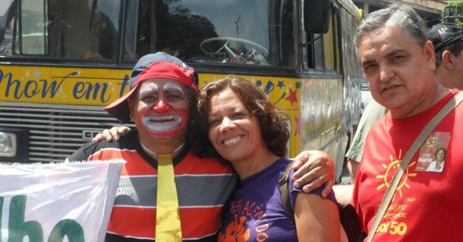 10.set.2012 - Maria da Consolação, candidata do PSOL à Prefeitura de Belo Horizonte, fez caminhada nesta segunda-feira pela praça da Estação, no centro da capital mineira