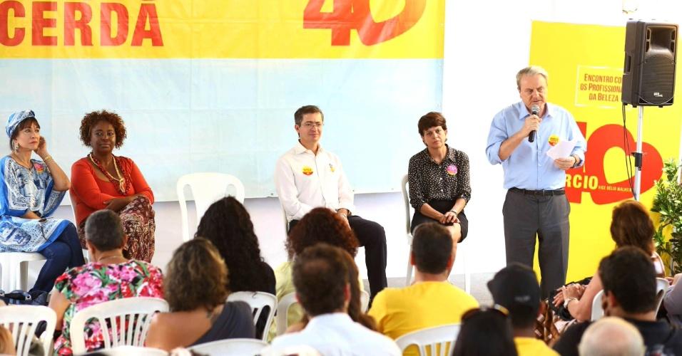 10.set.2012 - O candidato à reeleição em Belo Horizonte pelo PSB, Marcio Lacerda, discursa durante encontro com proprietários e profissionais de salões de beleza da capital mineira
