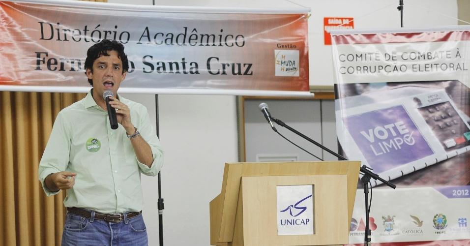 10.set.2012 - O candidato do PSDB à Prefeitura do Recife, Daniel Coelho, participou de debate promovido pela Universidade Católica de Pernambuco