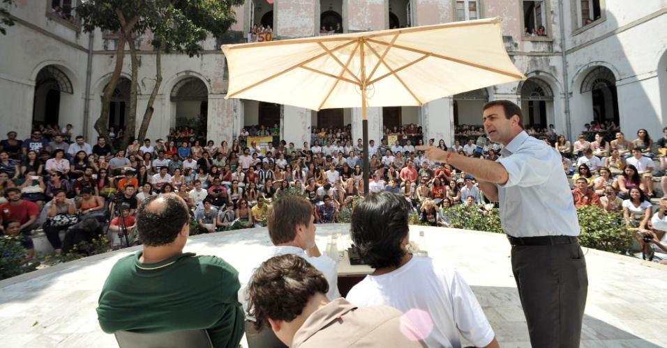 11.set.2012 - Marcelo Freixo, candidato à prefeitura do Rio de Janeiro, participou de um debate realizado na Universidade Federal do Rio de Janeiro, no campus da Praia Vermelha, com cerca de 600 estudantes
