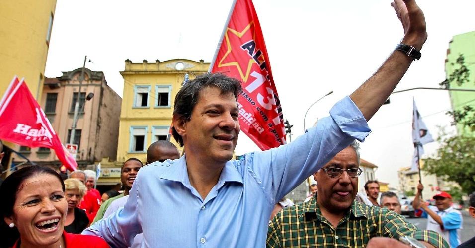 11.set.2012 - O candidato do PT à Prefeitura de São Paulo, Fernando Haddad, participou na tarde desta terça-feira (11) de um evento na Quadra dos Bancários ao lado do ex-presidente Luiz Inácio Lula da Silva