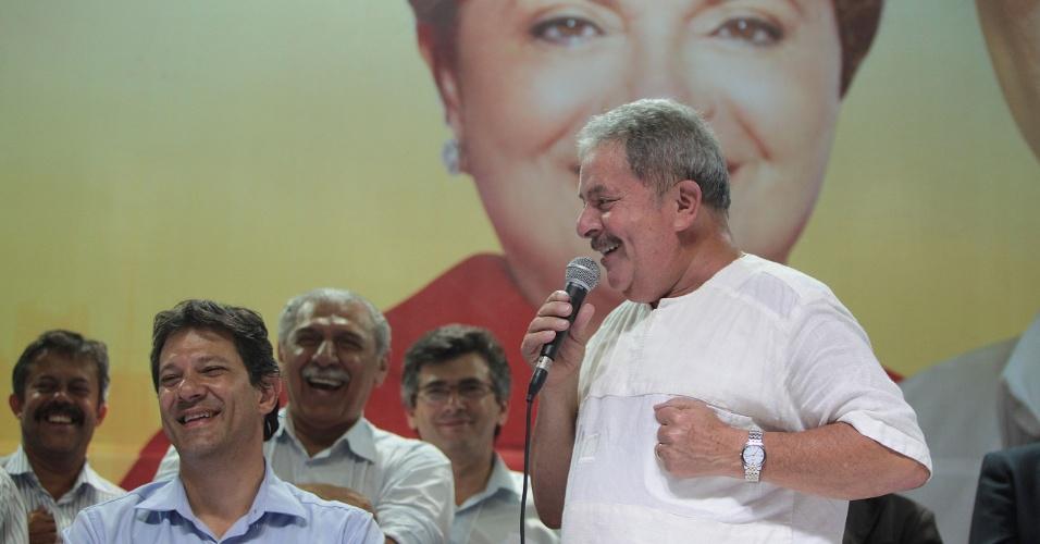 11.set.2012 - O ex-presidente Luiz Inácio Lula da Silva discursa em evento de campanha do candidato do PT à Prefeitura de São Paulo, Fernando Haddad, nesta terça-feira (11)