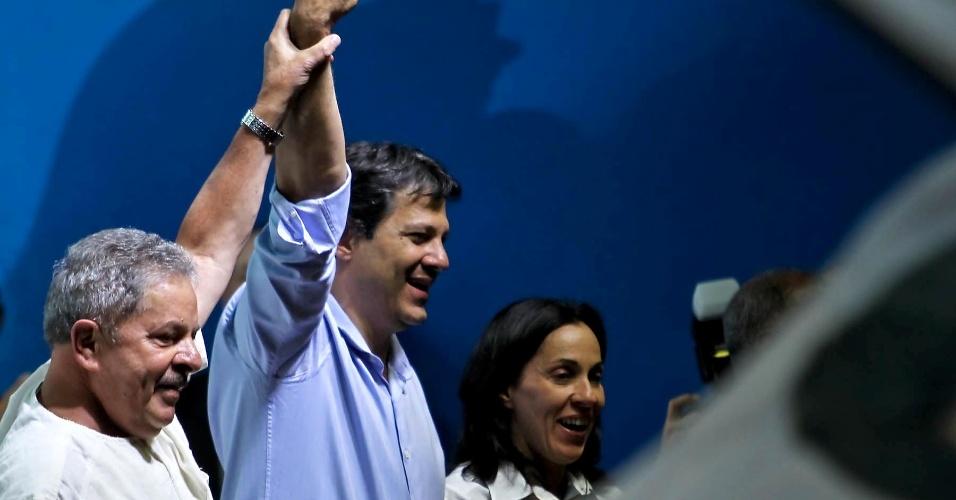 11.set.2012 - O ex-presidente Luiz Inácio Lula da Silva, o candidato do PT à Prefeitura de São Paulo, Fernando Haddad, e sua vice Nádia Campeão (PC do B)