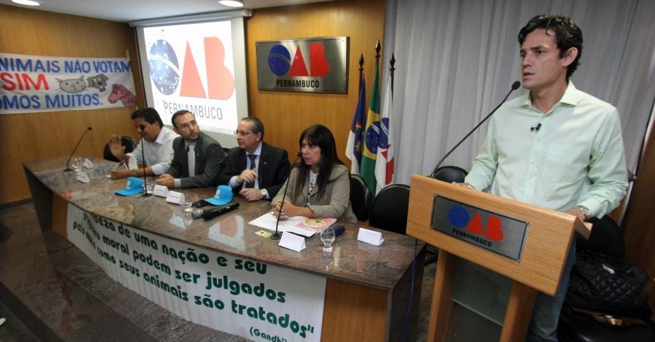 12.set.2012 - O candidato do PSDB à Prefeitura do Recife, Daniel Coelho (à dir.), participa de audiência pública na sede da Ordem dos Advogados do Brasil ? Pernambuco (OAB-PE)