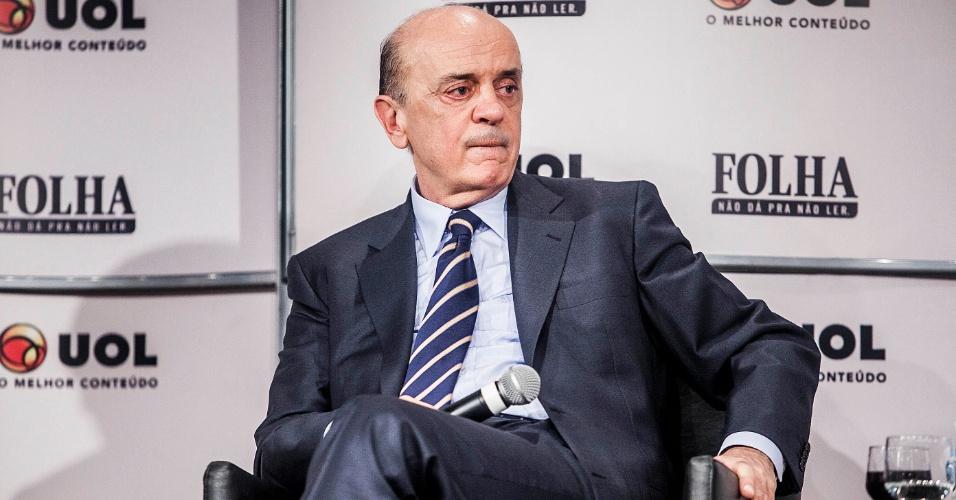 14.set.2012 - O candidato do PSDB à Prefeitura de São Paulo, José Serra, participa da sabatina Folha/UOL. O tucano se emocionou ao falar da mãe durante o evento