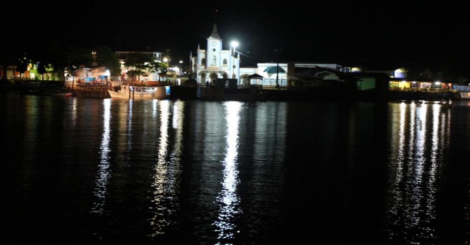 Luzes iluminam a área urbana de Afuá (PA), que corresponde a apenas 1,659 dos 8.372,759 km² do município