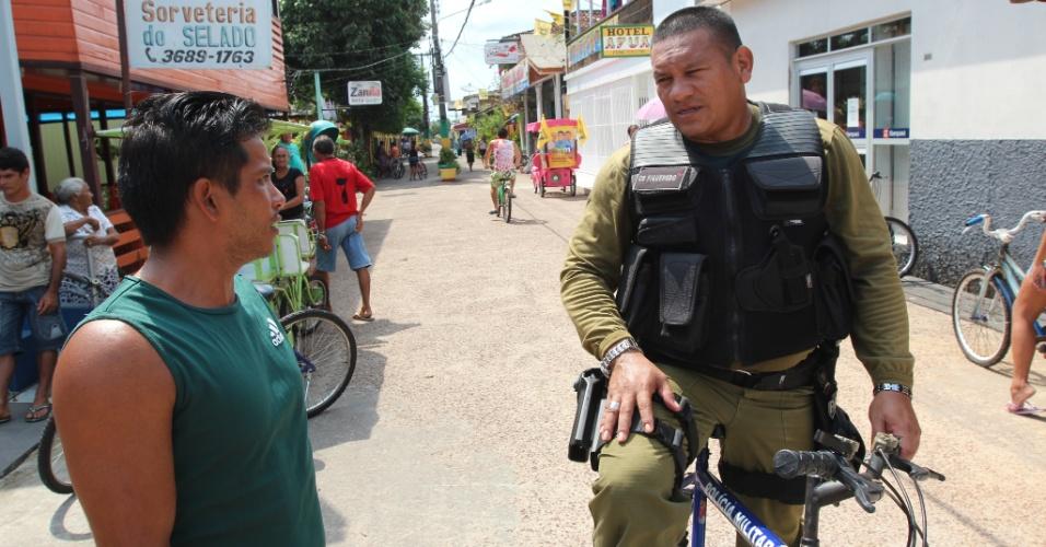 Em Afuá (PA), o policiamento é feito usando a bicicleta