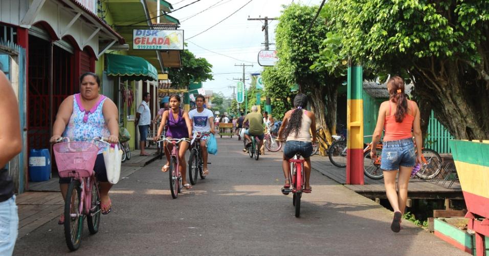 Moradores usam a bicicleta para auxiliar nos serviços do dia-a-dia, como ir à padaria e ao mercadinho
