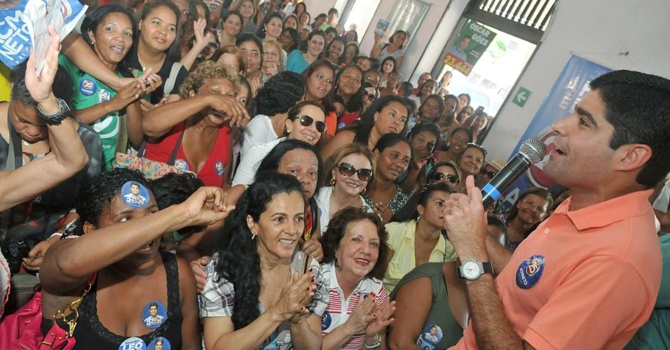 15.set.2012 - O candidato do DEM à Prefeitura de Salvador, ACM Neto, fez campanha em evento que reuniu mulheres no Clube Fantoches, no Largo Dois de Julho, na capital baiana