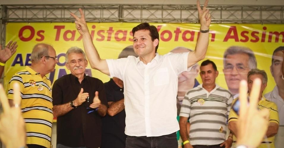 16.set.2012 - O candidato do PSB à Prefeitura do Recife, Geraldo Julio, participou de almoço neste domingo com taxistas no bairro Imbiribeira, região sul da capital pernambucana