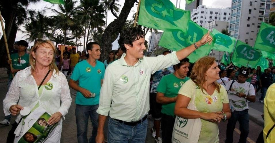 16.set.2012 - O candidato do PSDB à Prefeitura do Recife, Daniel Coelho, compareceu neste sábado na Marcha para Jesus, no centro da capital pernambucana