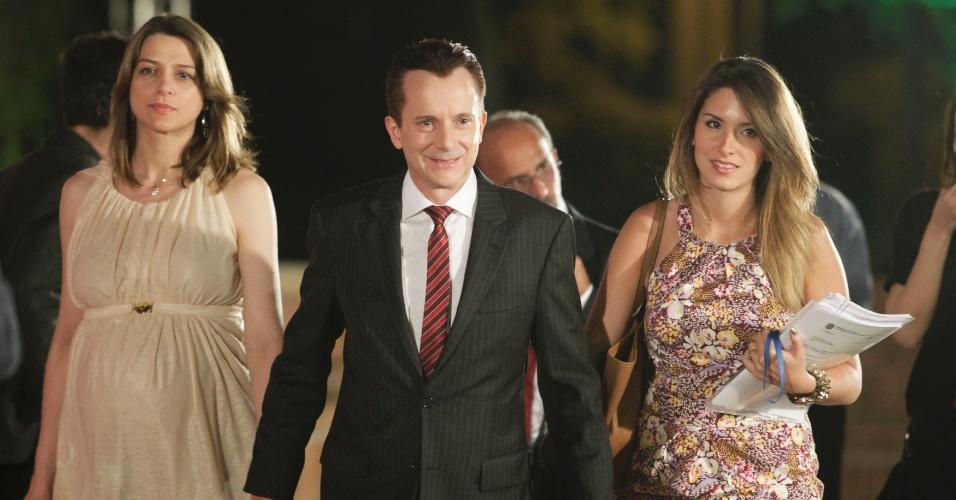 17.set.2012 - Celso Russomanno, candidato do PRB a prefeito de São Paulo, chega ao debate nos estúdios da TV Cultura, na noite desta segunda-feira