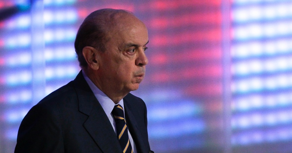 17.set.2012 - José Serra (PSDB), candidato a prefeito de São Paulo, rebate crítica de Russomanno sobre sua gestão na saúde pública dizendo
