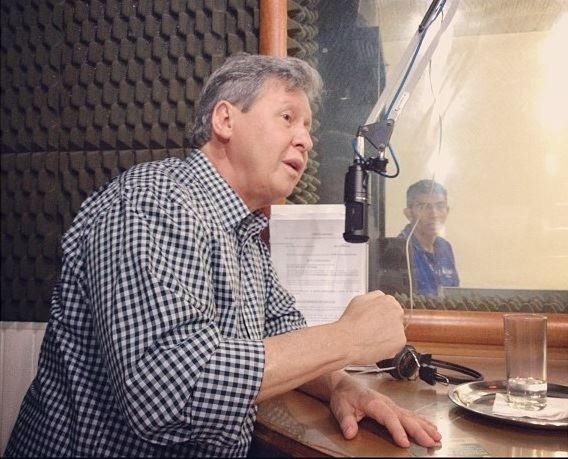 """17.set.2012 - O candidato do PSDB à Prefeitura de Manaus, Arthur Virgílio, concedeu entrevista na manhã desta segunda-feira à rádio """"Rio Mar"""""""