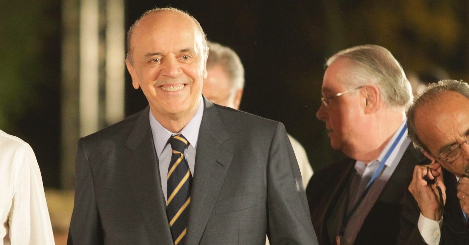 17.set.2012 - O candidato do PSDB à Prefeitura de São Paulo, José Serra, chega aos estúdios da TV Cultura para o debate