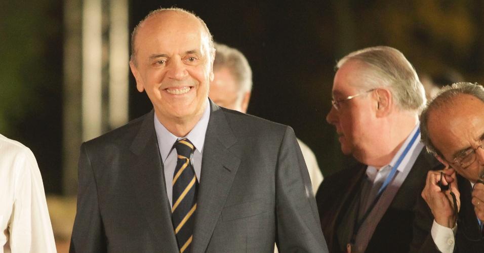 17.set.2012 - O candidato do PSDB à Prefeitura de São Paulo, José Serra, chega aos estúdios da TV Cultura para o debate