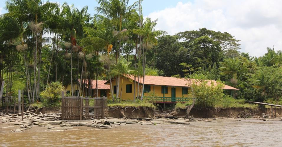 Escola em comunidade ribeirinha no Rio Amazonas, em Afuá (PA)
