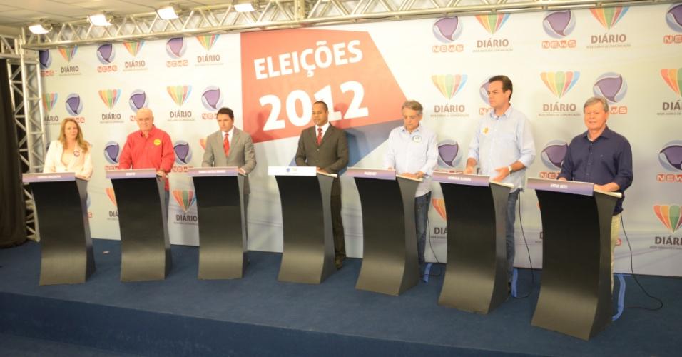 17.set.2012 - Candidatos à Prefeitura de Manaus participam de debate realizado pela TV Diário e Record News. Da esquerda para direita, Vanessa Grazziotin (PC do B), Serafim Corrêa (PSB), Sabino Castelo Branco (PTB), Pauderney Avelino (DEM, de óculos), Henrique Oliveira (PR) e Artur Virgílio (PSDB)