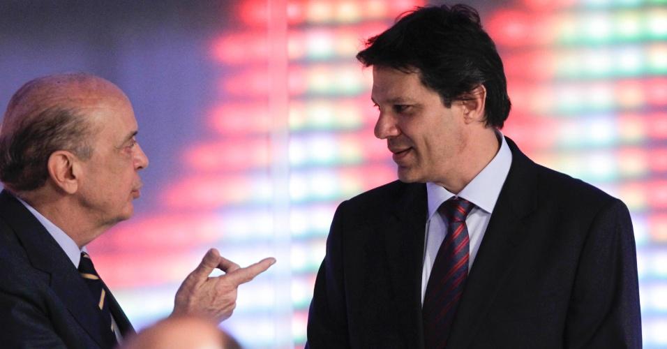 17.set.2012 - Os candidatos a prefeito de São Paulo José Serra (PSDB) (à esq.) e Fernando Haddad (à dir.) trocaram acusações sobre indicação de Marta Suplicy (PT) ao Ministério da Cultura