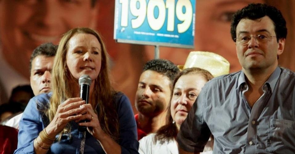 18.set.2012 - A candidata do PC do B à Prefeitura de Manaus, Vanessa Grazziotin, faz comício no bairro Nova Cidade, na zona norte da capital amazonense
