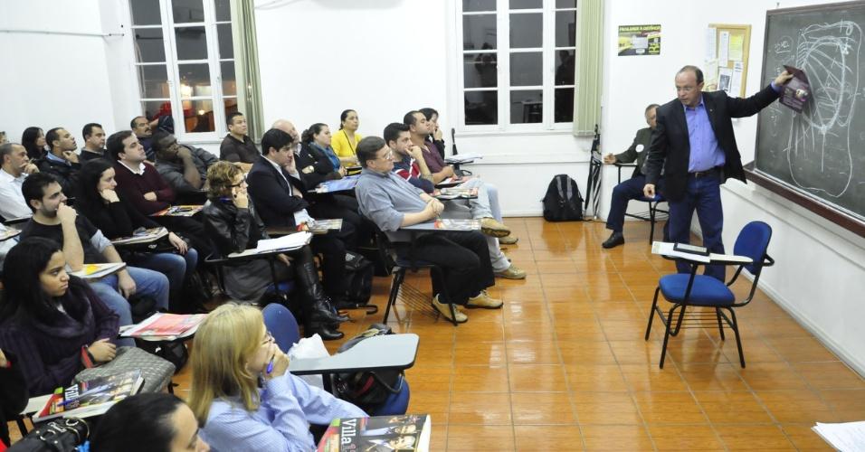 18.set.2012 - O candidato do PT à Prefeitura de Porto Alegre, Adão Villaverde, apresentou seu plano de governo na noite desta terça-feira a estudantes do Instituto Educacional do Rio Grande do Sul