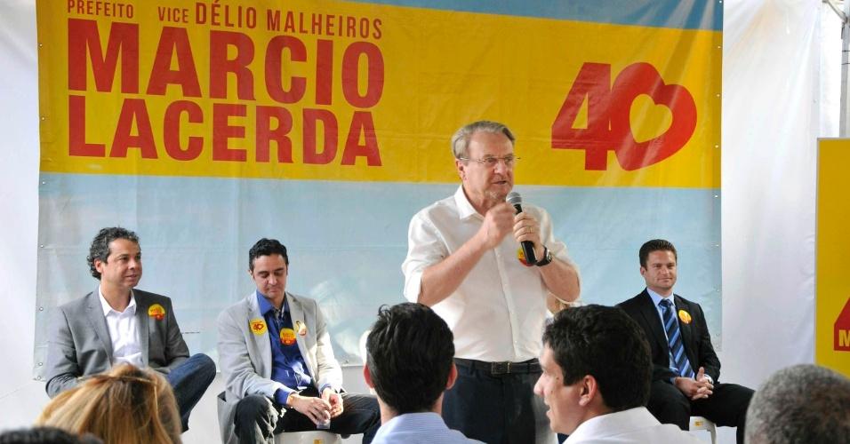19.set.2012 - Marcio Lacerda, candidato à reeleição em Belo Horizonte pelo PSB, se reuniu, na tarde desta quarta-feira, com jovens empresários e líderes setoriais, no bairro Gutierrez, zona oeste da capital mineira