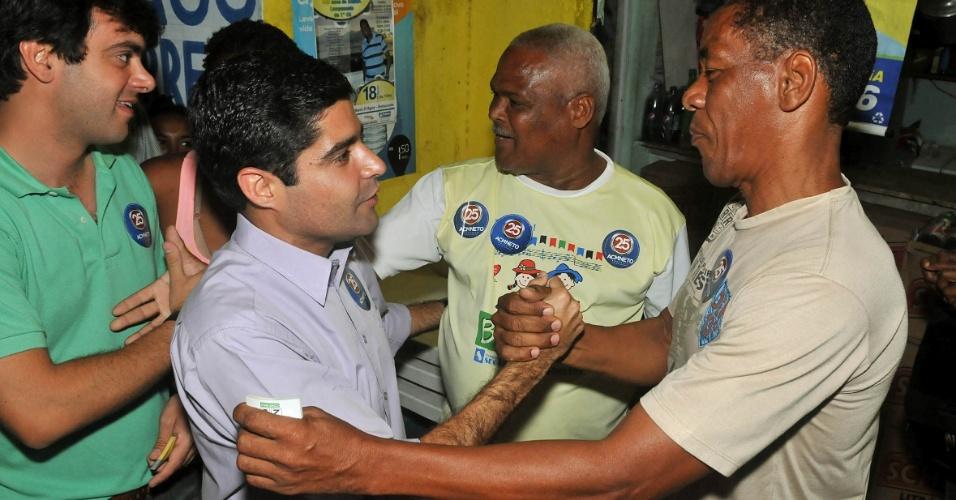19.set.2012 - O candidato do DEM à Prefeitura de Salvador, ACM Neto, fez caminhada na rua 11 de Agosto, na região da Vasco da Gama, nesta quarta-feira