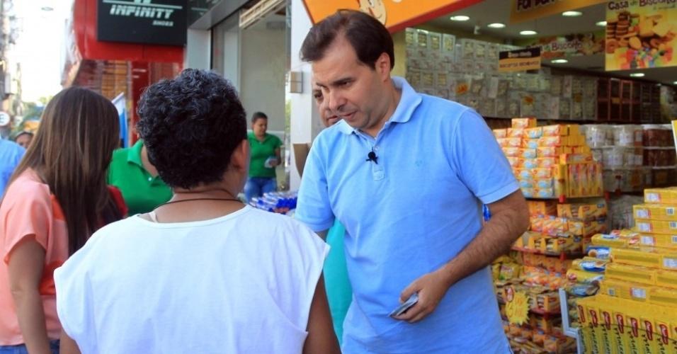 19.set.2012 - O candidato do DEM à Prefeitura do Rio de Janeiro, Rodrigo Maia, fez campanha no bairro de Marechal Hermes, na zona norte da capital