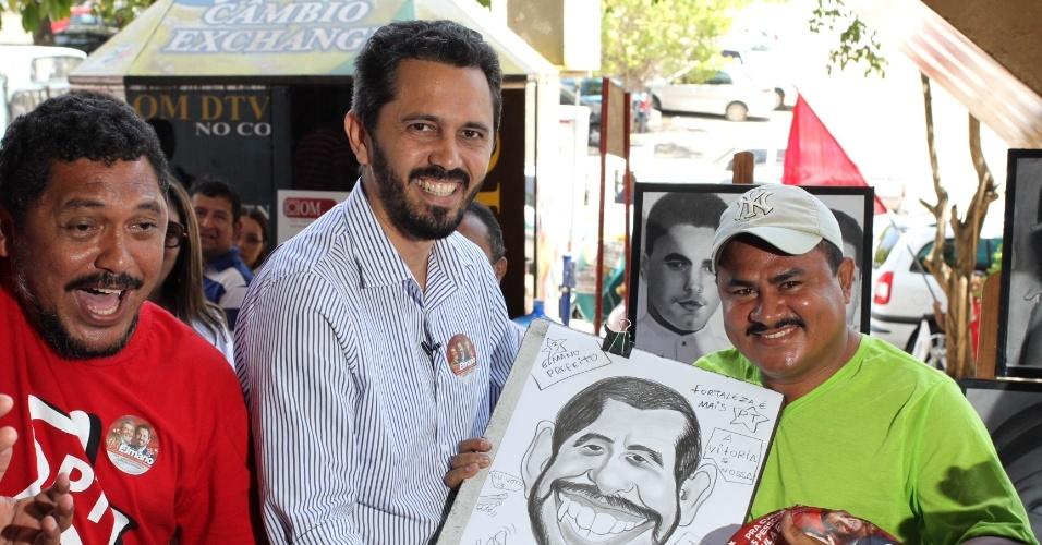 19.set.2012 - O candidato do PT à Prefeitura de Fortaleza, Elmano de Freitas, visitou nesta quarta-feira o mercado central da capital cearense, no centro da cidade