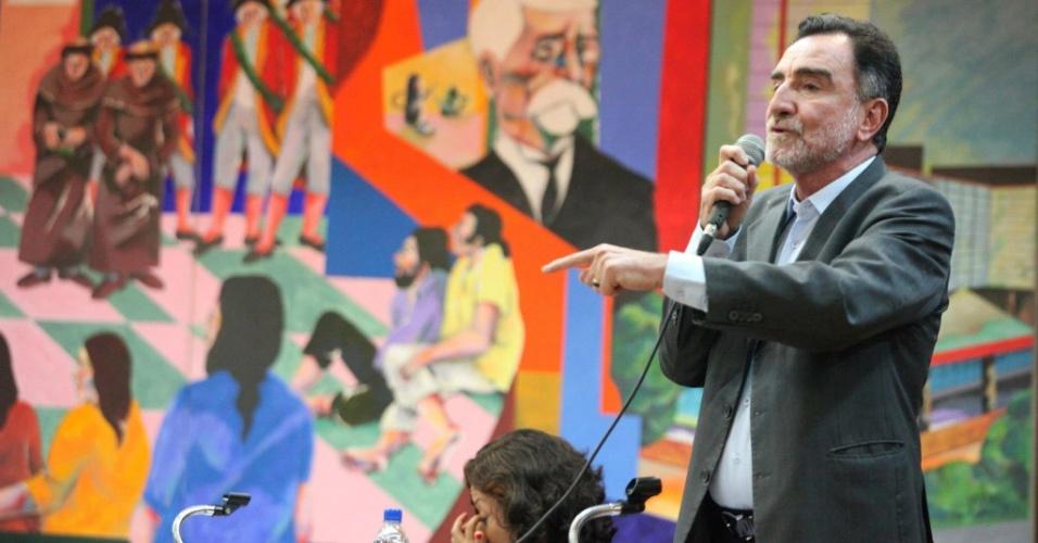 20.set.2012 - O candidato do PT à Prefeitura de Belo Horizonte, Patrus Ananias, participou de sabatina promovida por estudantes da PUC-MG
