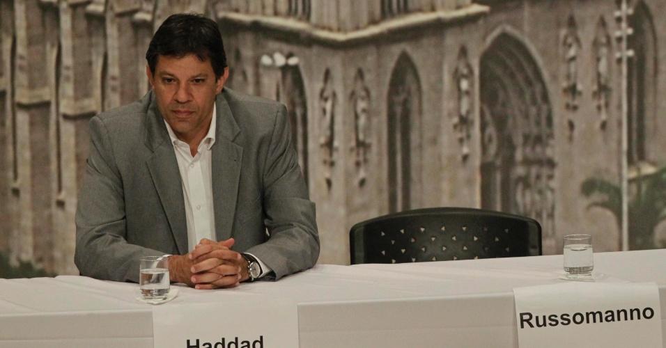 20.set.2012 - O candidato do PT à Prefeitura de São Paulo, Fernando Haddad, participa do debate organizado pela Arquidiocese da capital. No início do evento, o cardeal dom Odilo Scherer afirmou que