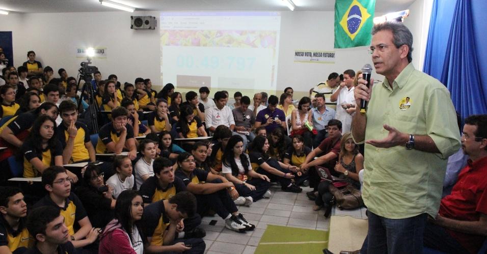 21.set.2012 - Hermano Morais, candidato do PMDB à Prefeitura de Natal, apresentou seu plano de governo a estudantes de um colégio particular no bairro de Lagoa Nova, zona sul de Natal