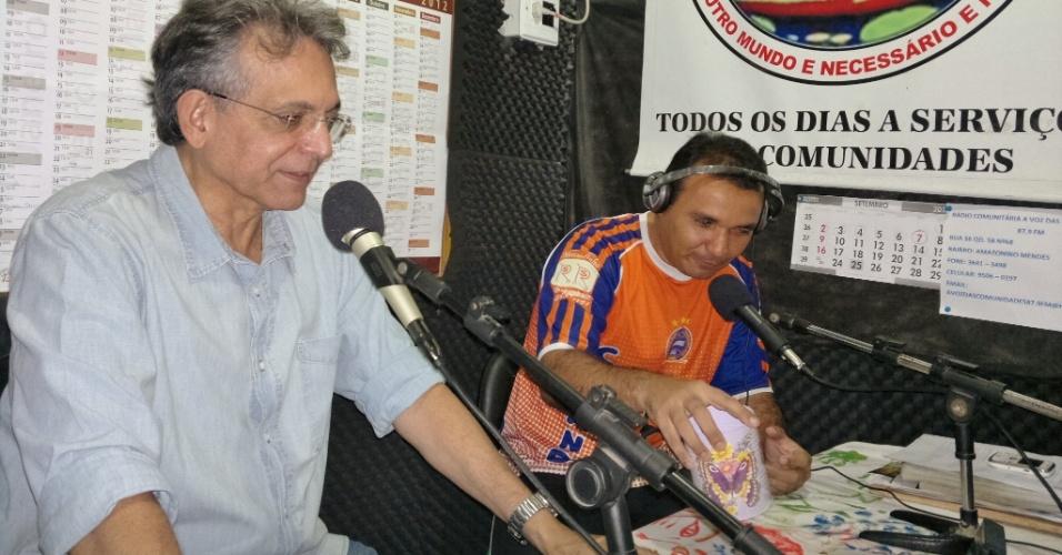 21.set.2012 - O candidato à Prefeitura de Manaus Pauderney Avelino (DEM) concedeu entrevista à rádio local Voz das Comunidades