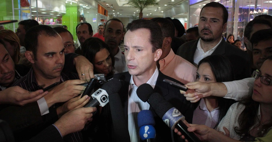 21.set.2012 - O candidato à Prefeitura de São Paulo Celso Russomanno (PRB) visitou o shopping Interlagos, na zona sul da capital