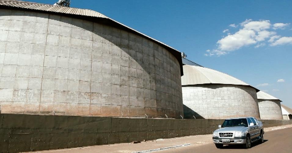 Silos usados para armazenar grãos em Sorriso (MT)