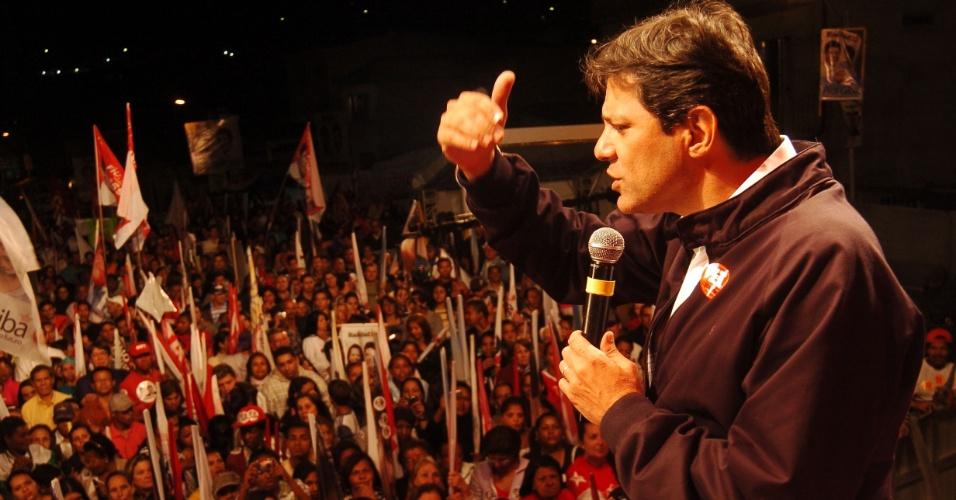 """22.set.2012 - O candidato a prefeito de São Paulo Fernando Haddad (PT) realizou um comício na Vila Brasilândia, nesta sábado (22). Pela manhã, o petista deu entrevista ao telejornal SP TV, na Globo, e afirmou que a Justiça deve julgar também o """"mensalão do PSDB"""""""