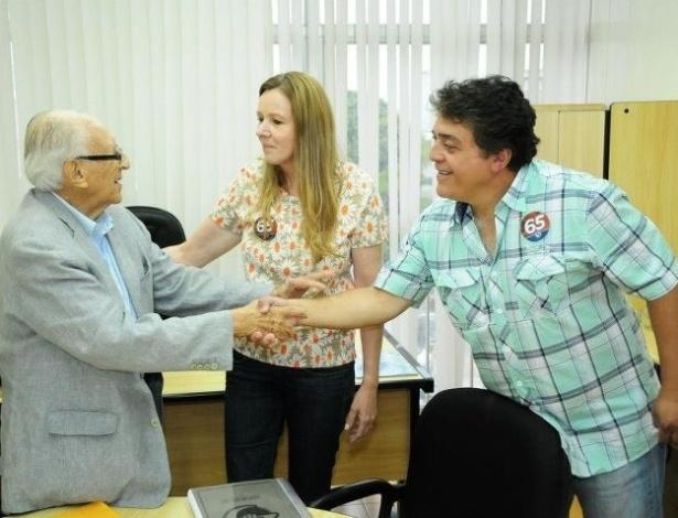 24.set.2012 - A candidata do PC do B à Prefeitura de Manaus, Vanessa Grazziotin (centro), apresenta seu Plano de Governo a empresários da construção civil