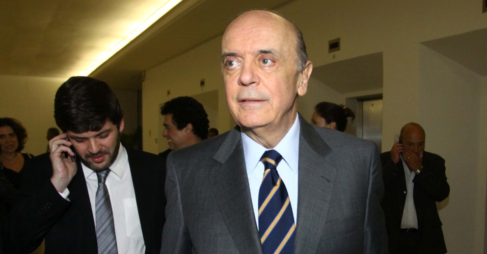 24.set.2012 - O candidato do PSDB à Prefeitura de São Paulo, José Serra, chega ao estúdios da