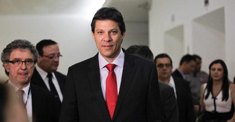 24.set.2012 - O candidato do PT a prefeito de São Paulo, Fernando Haddad, chega à
