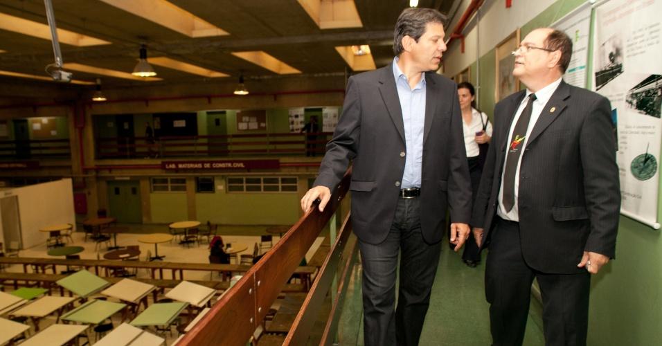 24.set.2012 - O candidato do PT à Prefeitura de São Paulo, Fernando Haddad, fez uma visita ao Instituto Federal de Educação, Ciência e Tecnologia de São Paulo, no bairro Canindé, zona norte