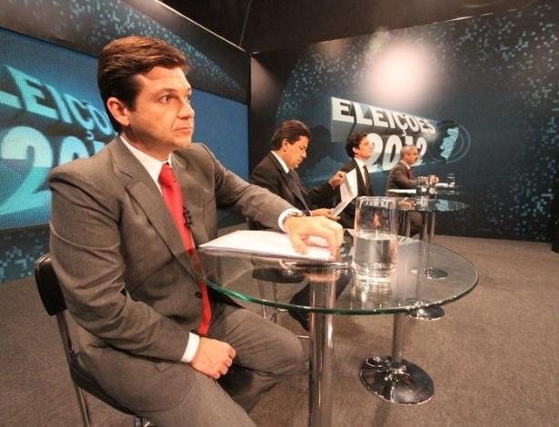 25.set.2012 - Da esquerda para a direita, os candidatos Geraldo Julio (PSB), Mendonça Filho (DEM), Daniel Coelho (PSDB) e Humberto Costa (PT), aguardam o início do debate TV Jornal/SBT