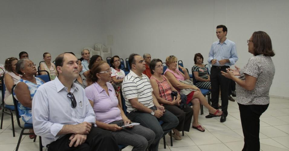25.set.2012 - O candidato à Prefeitura de Cuiabá Lúdio Cabral se reuniu com o Conselho Municipal dos Direitos da Pessoa Idosa para apresentar suas propostas aos mais velhos